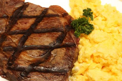 men's breakfast steak and eggs